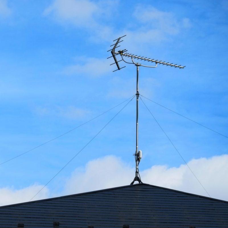 屋根の上の八木式アンテナ